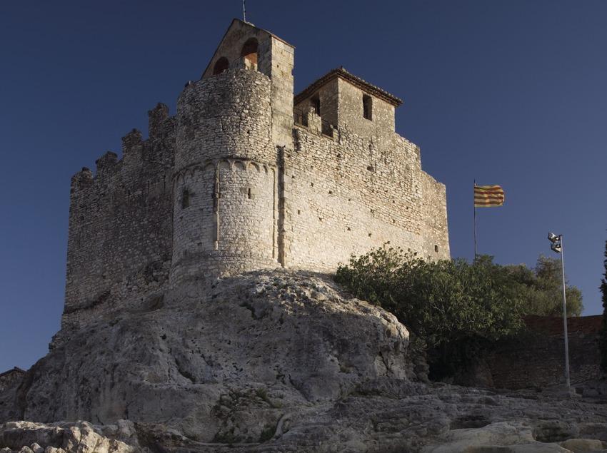 Castillo cerca de los apartamentos turísticos en Calafell